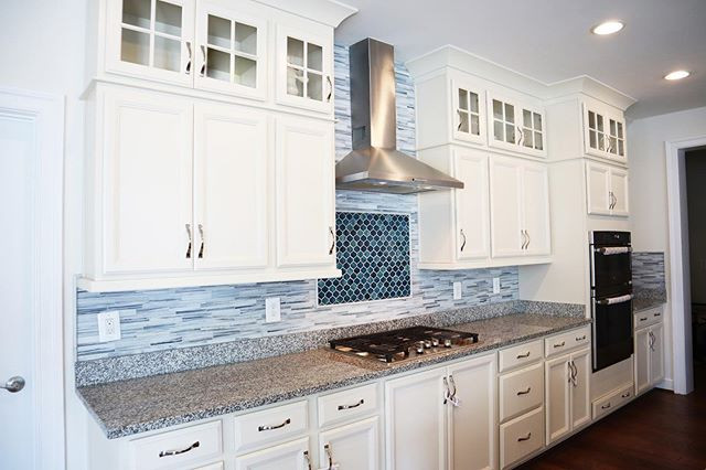 Blue kitchen tile