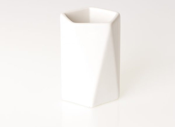MONOCHROME WHITE– 5.6OZ SOY WAX CANDLE – COCONUT & LIME