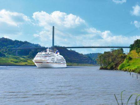 Hapag Lloyd Cruises Europa im Panamakanal