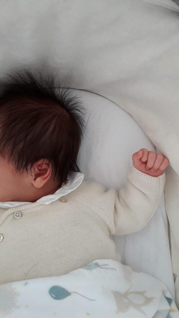 avec tendresse baby bebe main hair