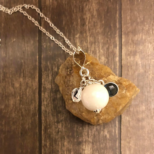 Breastmilk Pearl With Personalized Leaf Charm In 925 Sterling Silver.