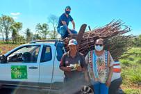 Extensionistas da Agraer de Ponta Porã fazem doação de sementes de olerícolas e de rama de mandioca