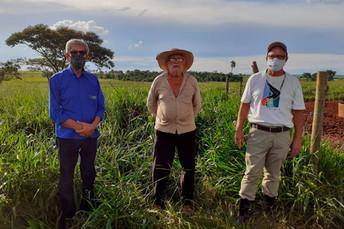 Produtor de Ivinhema recebe visita técnica de servidores da Agraer para ampliar produção