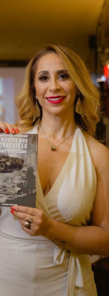 "Madonna Haddad na noite de lançamento do seu e-book  ""A menina que sobreviveu à guerra do Libano"""