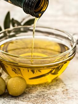 Azeite: Sabor que encanta e traz as culturas italianas e portuguesas para o prato.