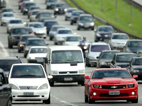 Carros brasileiros ficam mais seguros, porém, mais caros