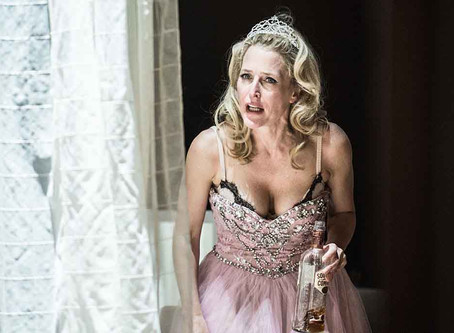 See Gillian Anderson in Streetcar - FREE!