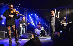 Folk festival rocks Warwick