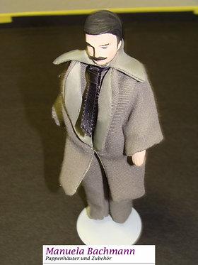 Eleganter Herr mit Mantel