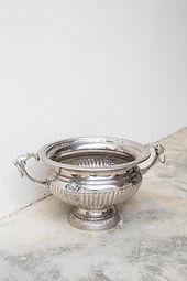 Round urn with handles.jpg