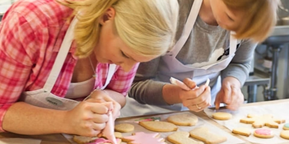 Cookie Decorating with Baker, Carol from Island Girl Cookie