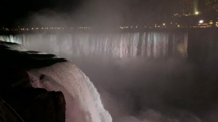 Niagara Falls at Night, Horseshoe Falls