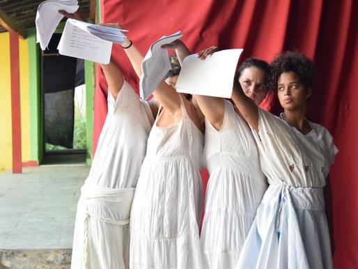 PARTO - a história de mulheres, de uma experiência feminina aparentemente obrigatória no Brasil