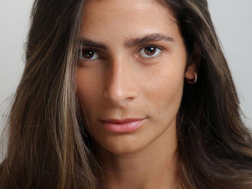 Silêncio - Sara, uma roteirista que sofre de síndrome do pânico.