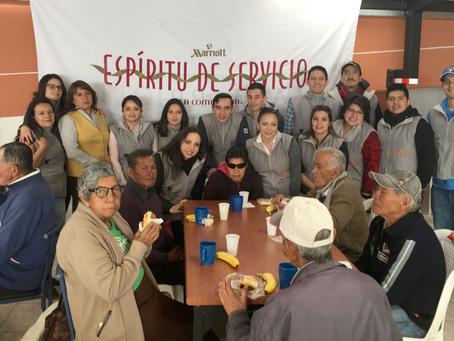 Equipo de JW Marriott Quito compartió un grato desayuno junto a adultos mayores del albergue San Jua