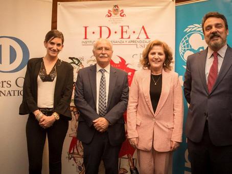 DINERS CLUB ECUADOR firma convenio por la Educación