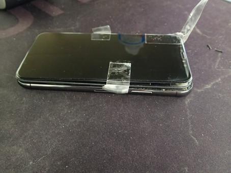 iPhoneXの画面が浮いてきて剥がれてしまったという持ち込み
