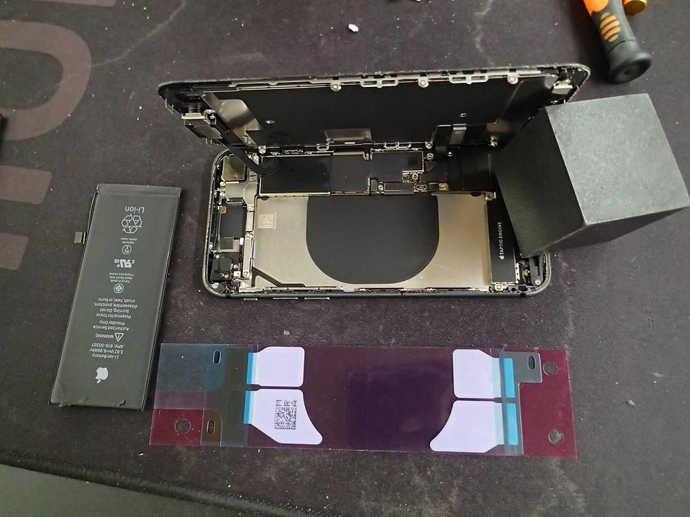 iPhone8バッテリー交換の作業