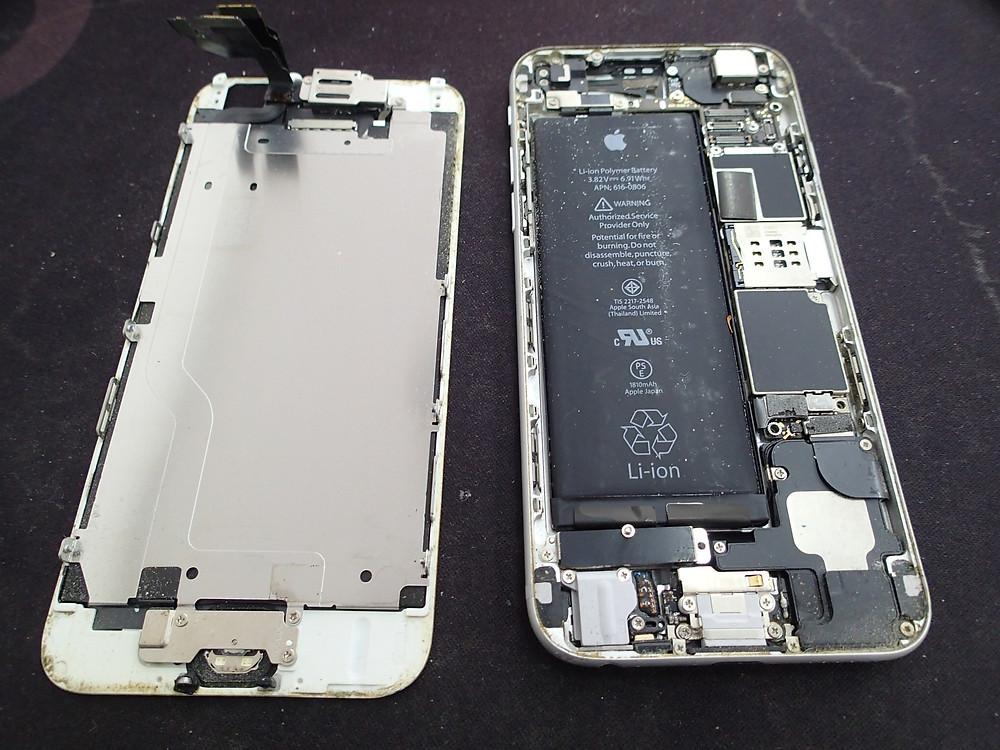 iPhone6分解してみたところほこりだらけ