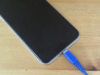 iPhoneのライトニングコネクターが奥までしっかり入らない