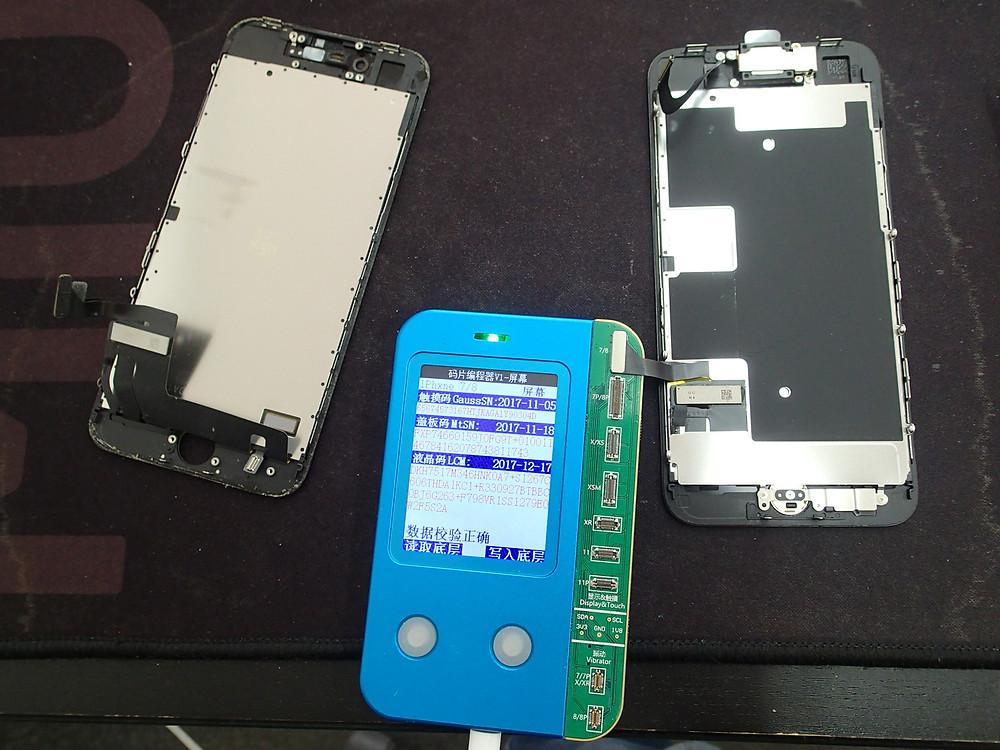 iPhone8のTrueToneが有効になるように環境光修復をしている