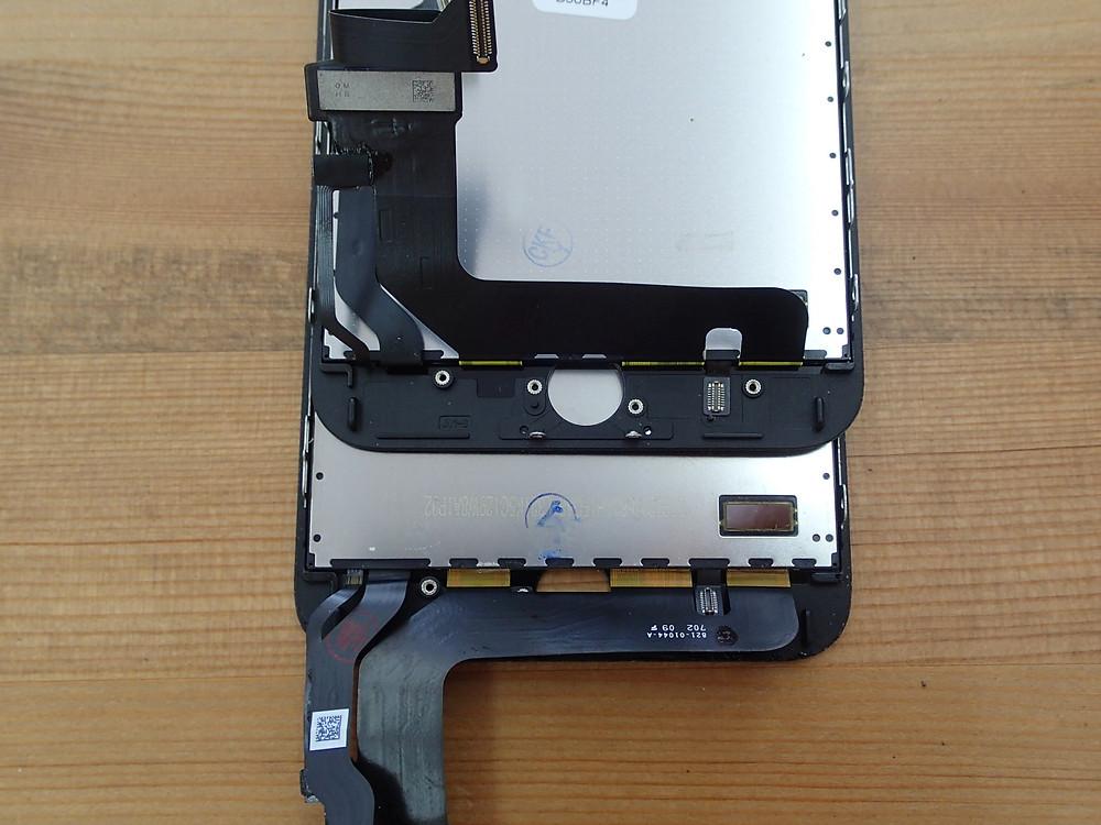 iPhone7plusの画面交換再生画面が取り付けられている