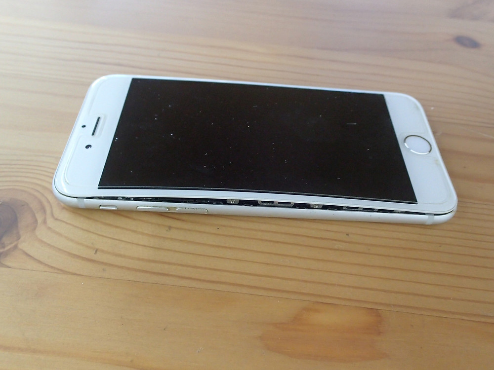 iPhone6バッテリー膨張外から