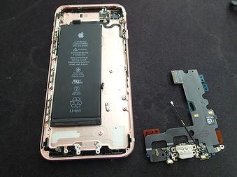 iPhone7のライトニングコネクターの交換の様子