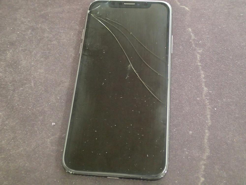 iPhoneXガラスが割れて画面表示しない