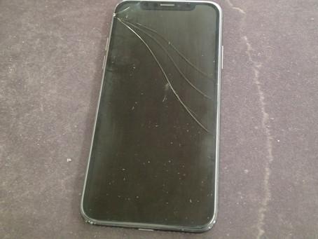 iPhoneXのガラスが割れて映らなくなくなったという持ち込み