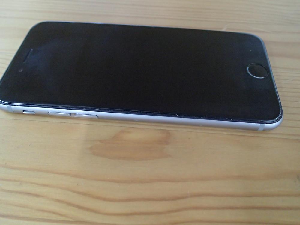 iPhone6sの画面が盛り上がり歪んできた