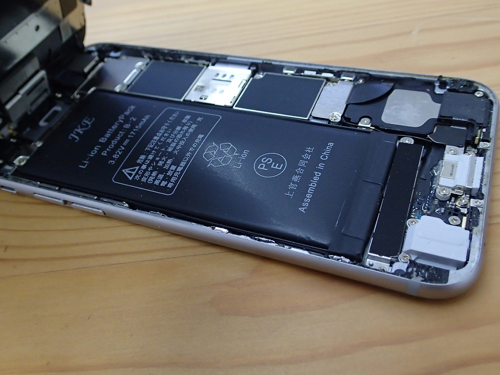 iPhone6sのバッテリーが膨張していた非正規店のもの