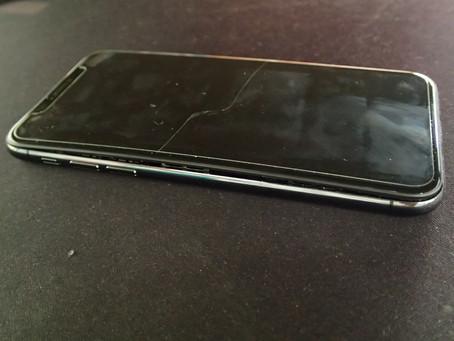 朝・突然iPhoneXの画面が持ち上がり隙間ができたという持ち込み