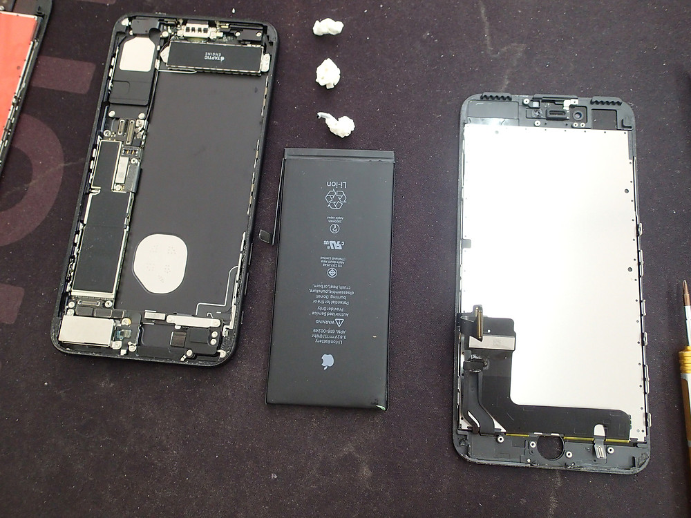iPhone7画面交換バッテリー交換分解中
