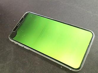 iPhoneの画面が緑色