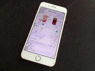 iPhoneの純正画面の破損ガラスが割れている