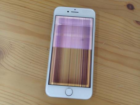 iPhone8の画面がカラフルな縦縞になってしまった