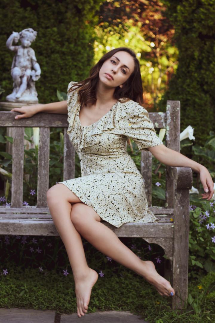 isabella_garden_ruffle_bench.jpg