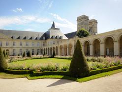 46777-Caen__abbaye_aux_Dames__cour_d_hon
