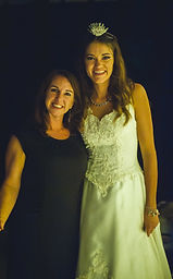 wedding coordinator with bride in arkansas