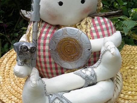 TIHU bonecas de pano: ATENA – Mulher Guerreira