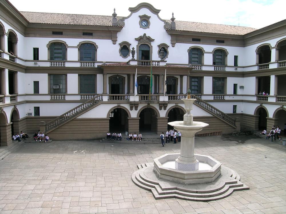 Vista do pátio do instituto em 2005