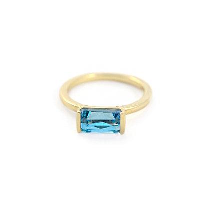 Bonbon Ring: Blue Topaz