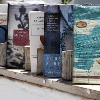 santorini-books-in-oia.jpg