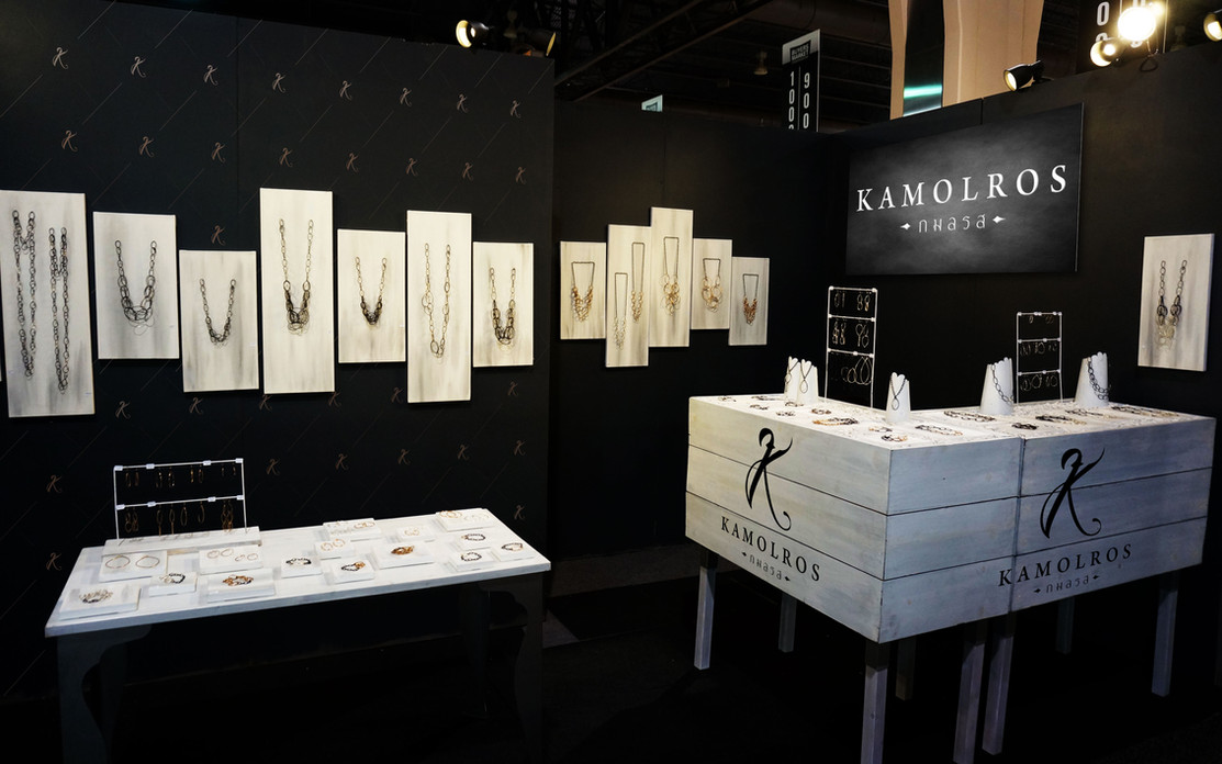 Kamolros booth