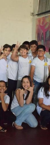 """No ano de 2018 dentro do projeto 4G, o Ensino Fundamental I do Colégio Adonai desenvolveu o projeto """" Gestão e Gestos de Brasileiros que Encantam"""".  Os alunos aprofundaram na biografia e conheceram o legado que escritores, inventores, cientistas, artistas e esportistas brasileiros nos deixaram. E no dia vinte e seis de outubro tivemos uma exposição de trabalhos confeccionados pelos alunos, que representam estes """"BRASILEIROS ENCANTADORES"""