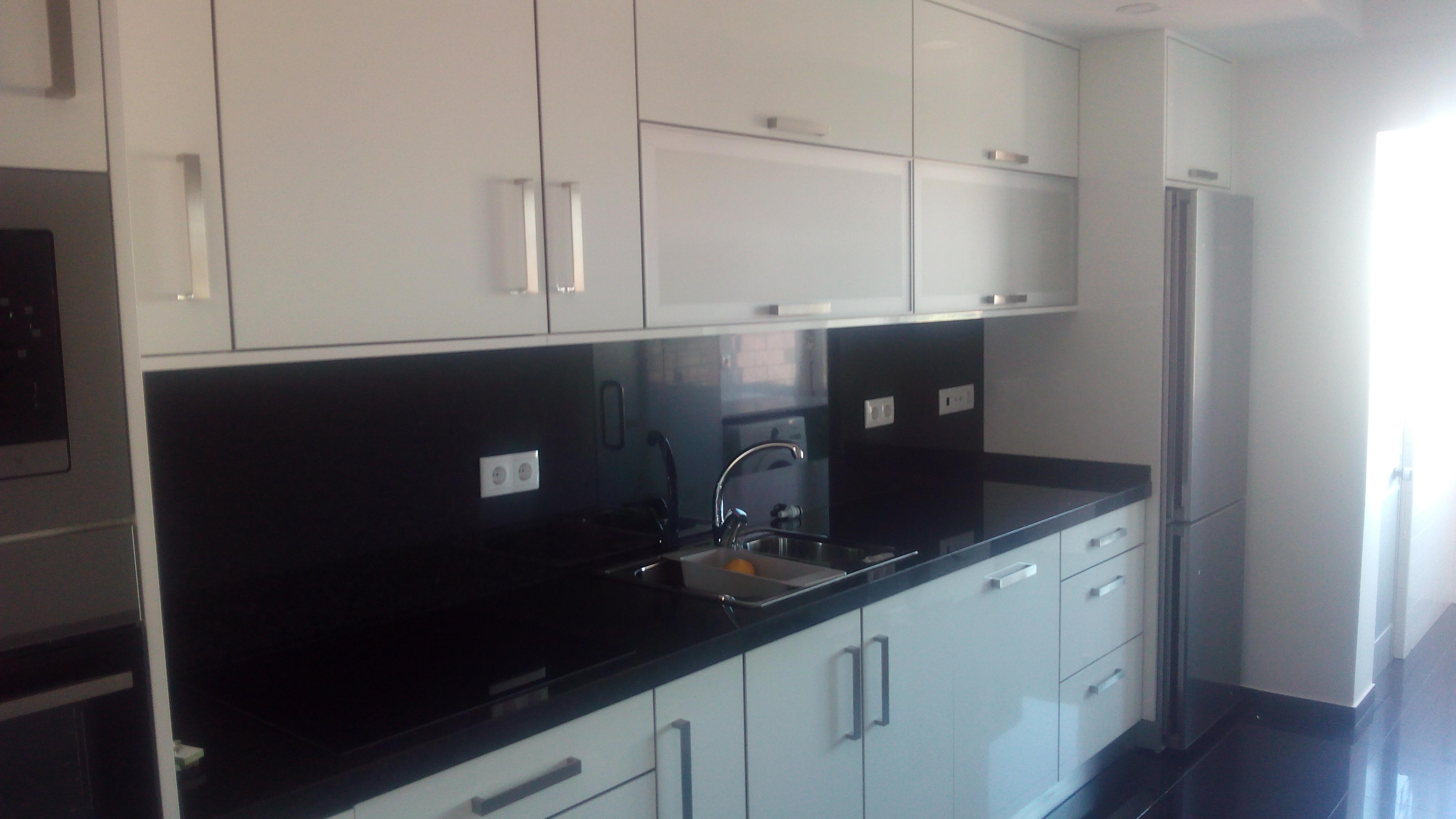 Cozinha remodelada com novos móveis