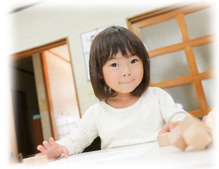 考える遊び教室バウチャイルド 女の子の写真