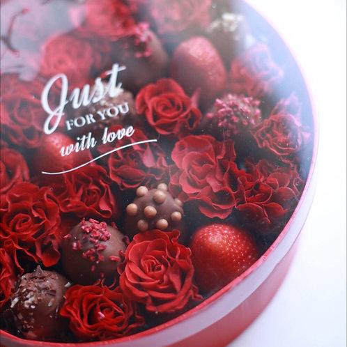 Короб красный розы и клубника в шоколаде