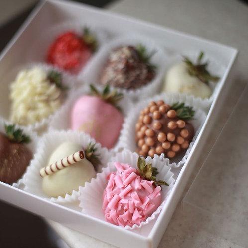 Набор из 9 клубники в шоколаде ассорти